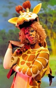 Apphia Adomakoh as Gowan the Giraffe
